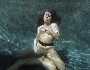 content/NR191120_lilly_submerged2/2.jpg